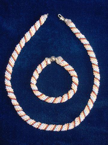 Жгут Радуга с браслетом - Комплекты - Украшения - Галерея работ - Украшения из бисера.